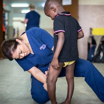 Nurse-and-orthopedic-patient