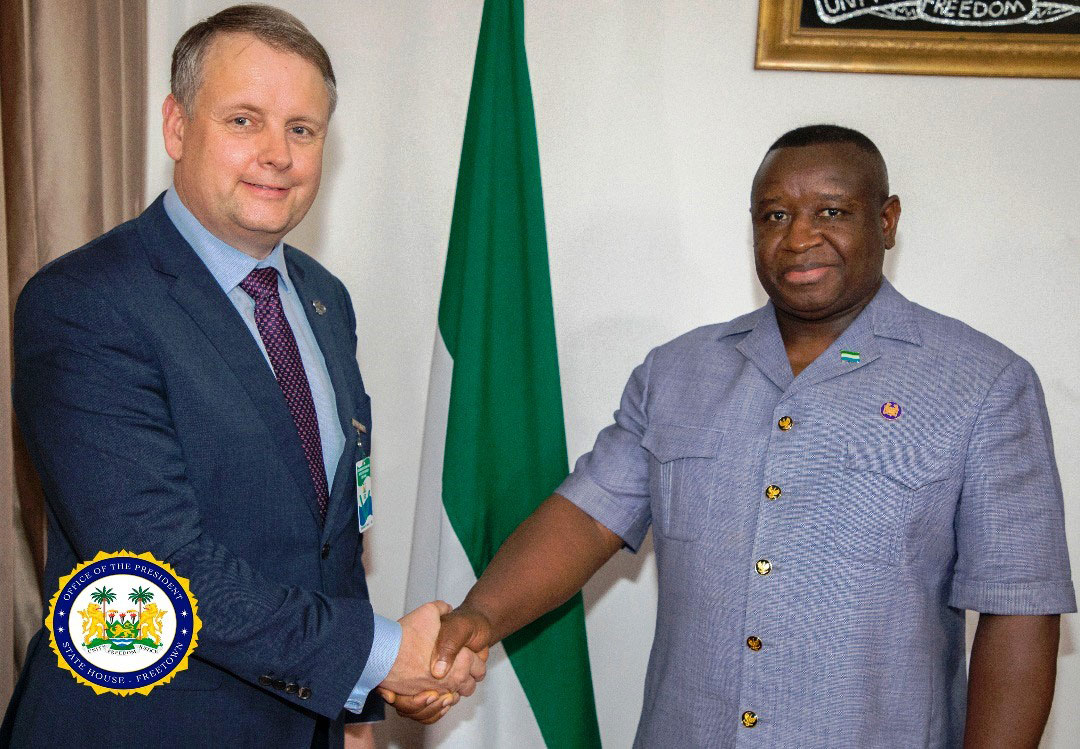 Donovan Palmer and Julius Maada shaking hands in SIERRA LEONE